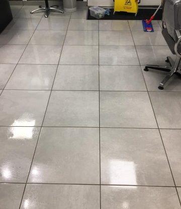 nettoyage sol salon coiffure après